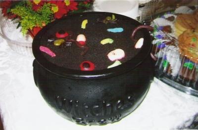 Dirt Cake Ideas For Halloween : Halloween Dessert - Worms in Dirt Cake #Recipe ...