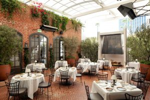 A Guide to Creating a Unique Al Fresco Dining Environment